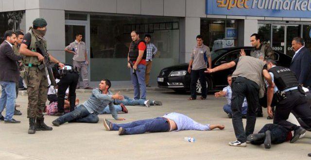 Akaryakıt İstasyonunda Silahlı Kavga: 4 Yaralı