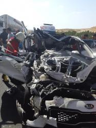 Birecik'te Otomobil Tır'a Arkadan Çarptı: 1 Ölü, 3 Yaralı