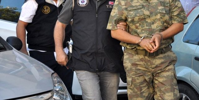 TSK'da FETÖ operasyonu! Birecik Jandarma komutanına gözaltı kararı verildi