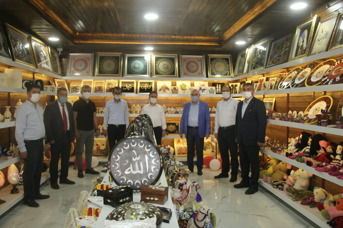 Halk Eğitim El Emeği Göz Nuru Ürünleri için el sanatları çarşısı açıldı.