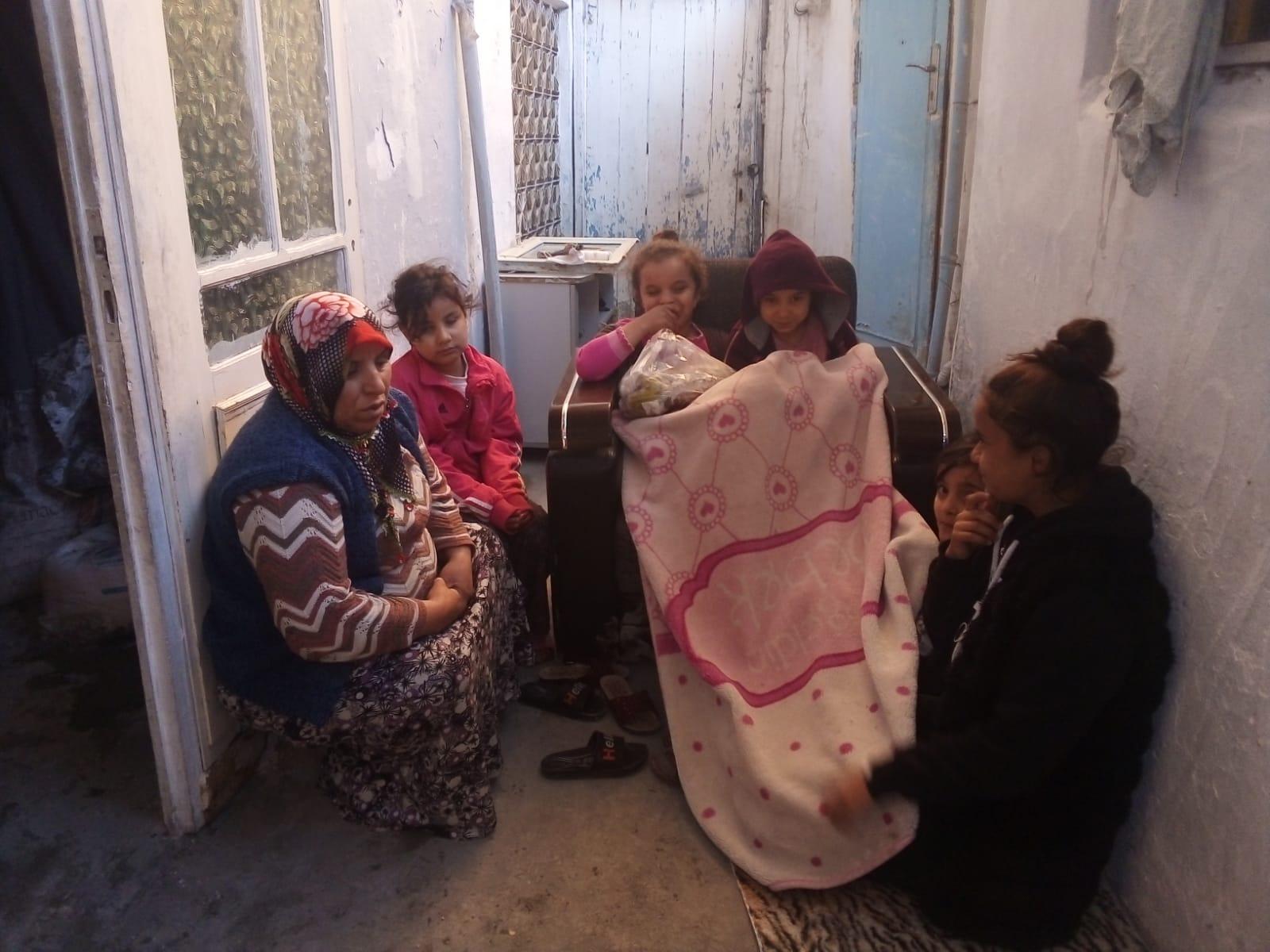 Evin Tavanı Çökünce 6 Çocukla Sokakta Kaldılar