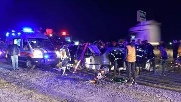 Birecik te da 2 otomobil çarpıştı: 4 yaralı