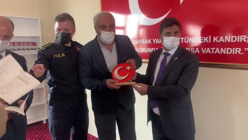 Hüseyin Kıran dan Şehit Babasına Türk Bayrağı