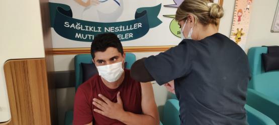 Hüseyin Kıran Covid-19 aşısı yaptırıp vatandaşları aşı olmaya davet etti