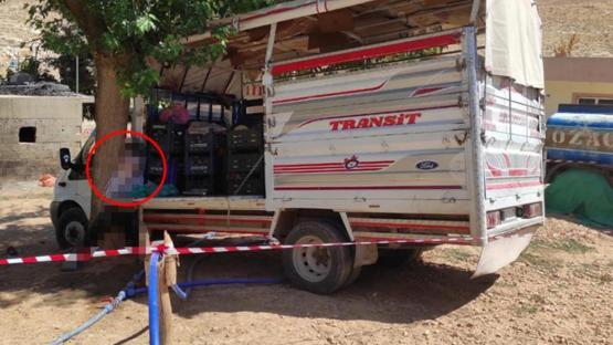Durdurmaya çalıştığı kamyoneti ile ağaç arasında sıkışan seyyar satıcı hayatını kaybetti
